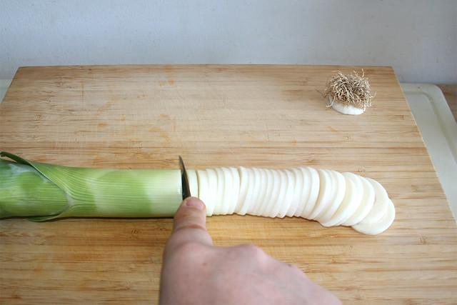 01 - Cut leek in rings / Lauch in Ringe schneiden
