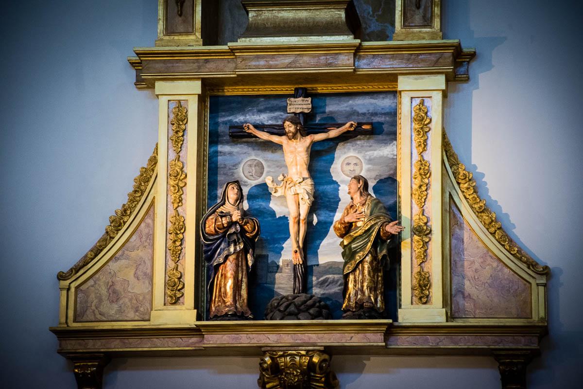 Cristo en la cruz con la virgen y san Juan Evangelista