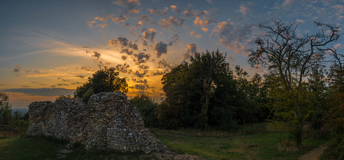 thurnham summer ruin tree sunset castle maidstone clouds sonyrx100m3 paraglider panorama kent thurnhamcastle northdowns england