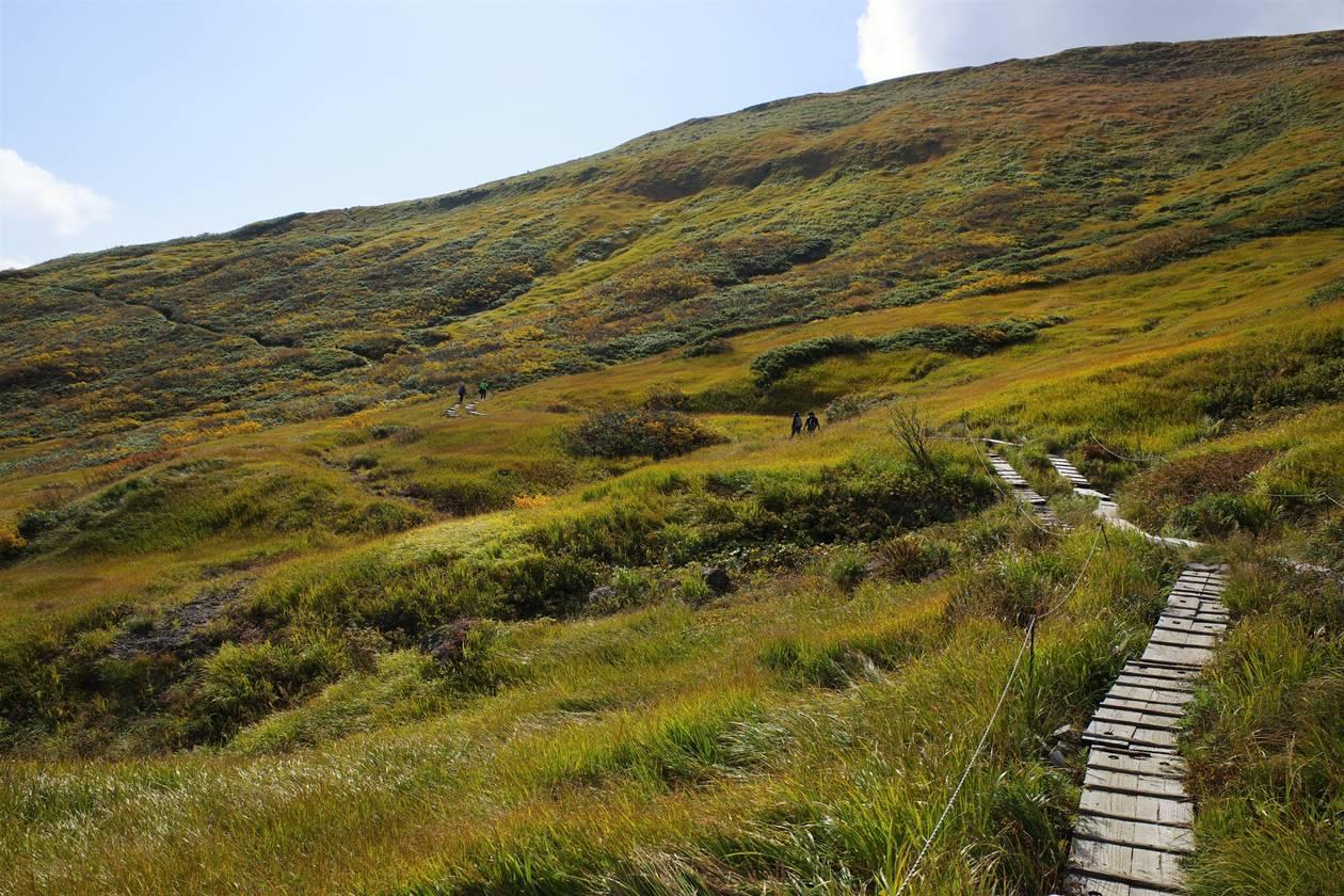 秋の月山登山 リフト乗り場から牛首下までのトラバース路