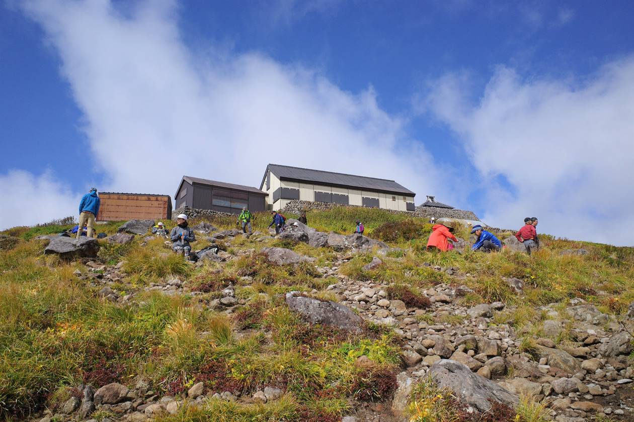 月山山頂の頂上小屋