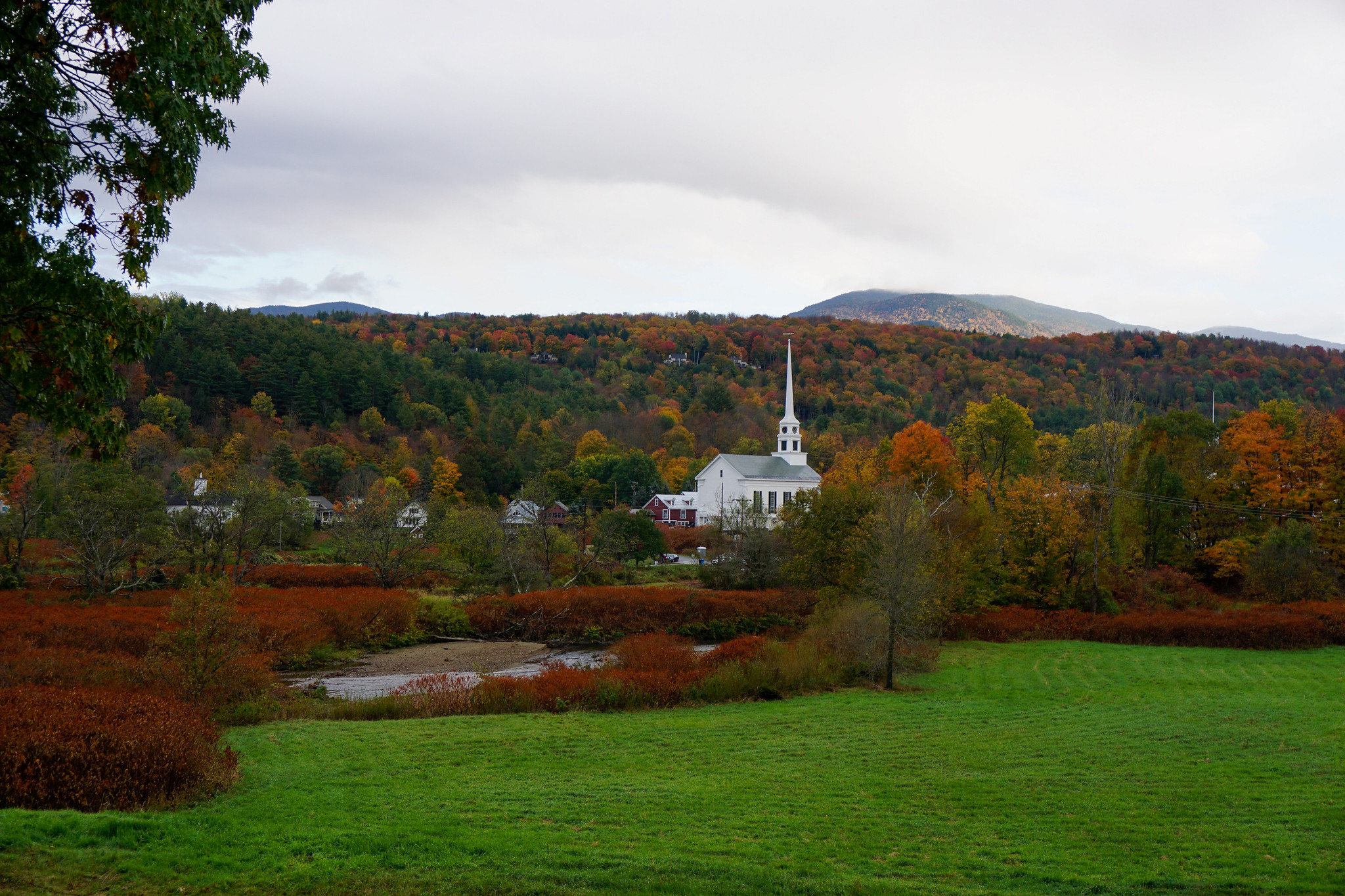 Stowe Vermont | Stowe Community Church | My Complete Vermont Fall Travel Guide: What to See, Do & Eat | Ultimate Fall Guide to Vermont | 5 Day Vermont Road Trip | Fall Foliage Road Trip Guide