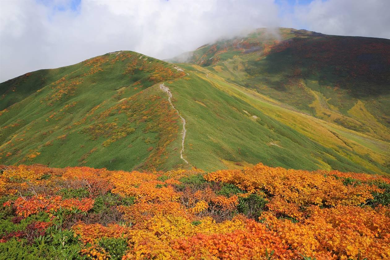 月山~姥ヶ岳 秋の紅葉登山