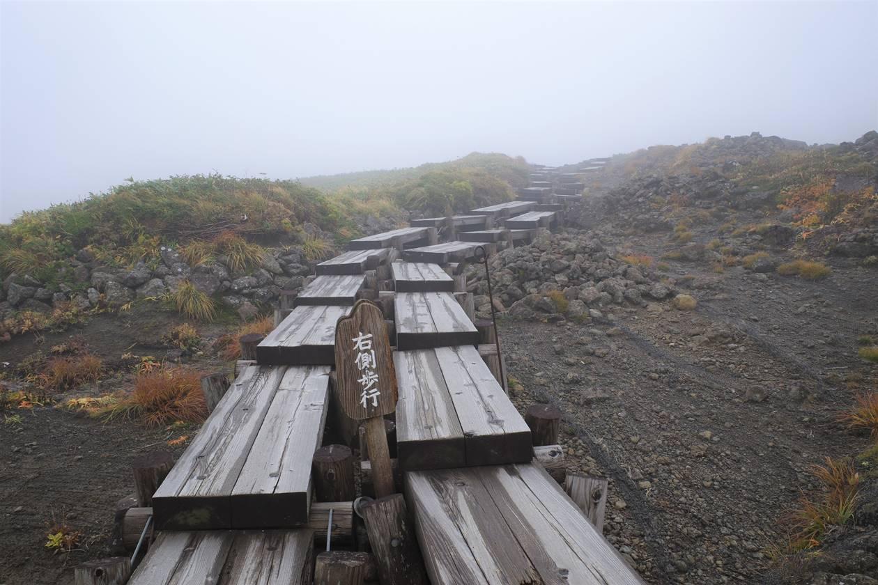 月山登山 8合目ルートの木道