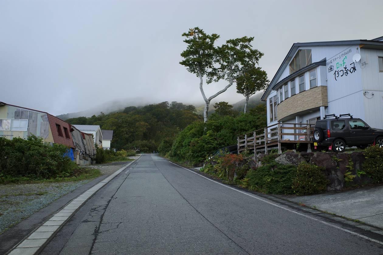 姥沢駐車場から月山登山開始