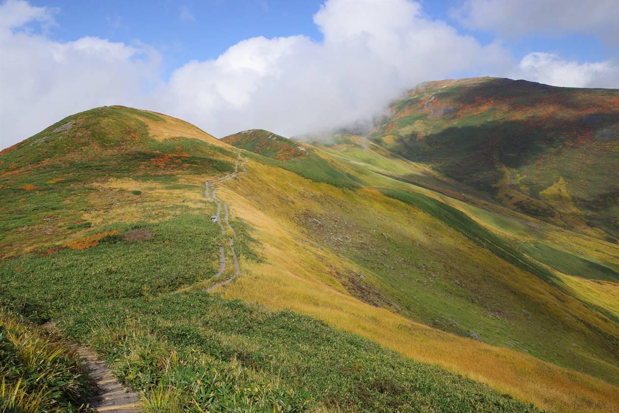 月山~姥ヶ岳 紅葉の稜線