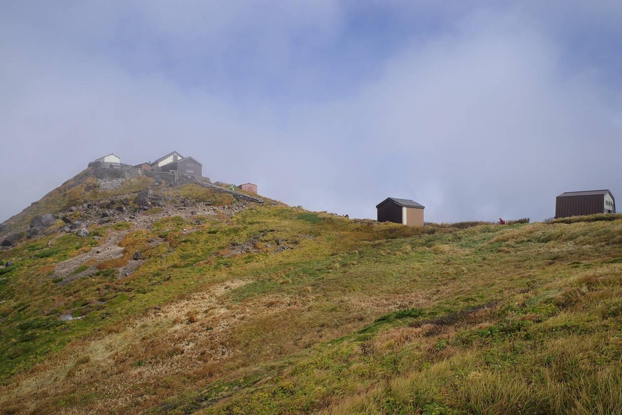 月山山頂 頂上小屋と月山神社