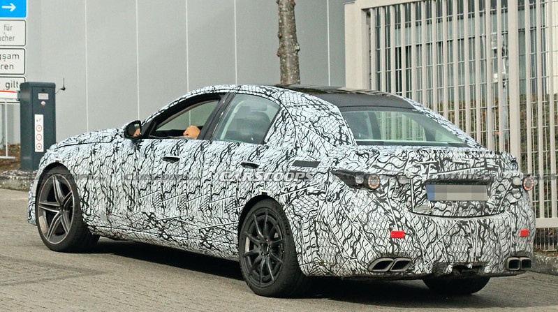 2022-Mercedes-AMG-C63-spy-shots-16