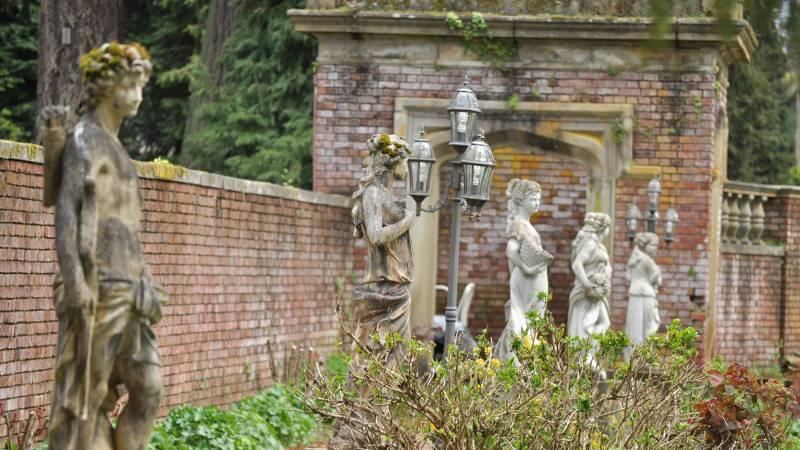Thornewood Castle garden