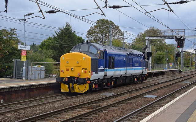 DRS 37425 'Concrete Bob' coasting through Ipswich on 0Z25 Plymouth Park Sdgs - Norwich TC inter-regional transfer.  09 10 2020