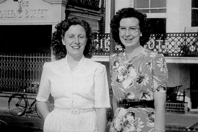 Eileen_Mavis_1948_Eastbourne_A4_1200dpi