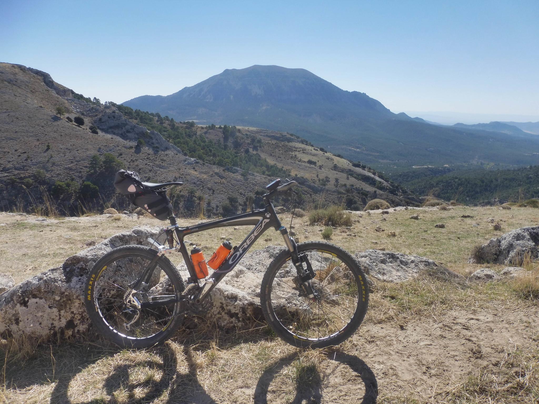 Por la divisoria entre Sierra Seca y la Guillimona
