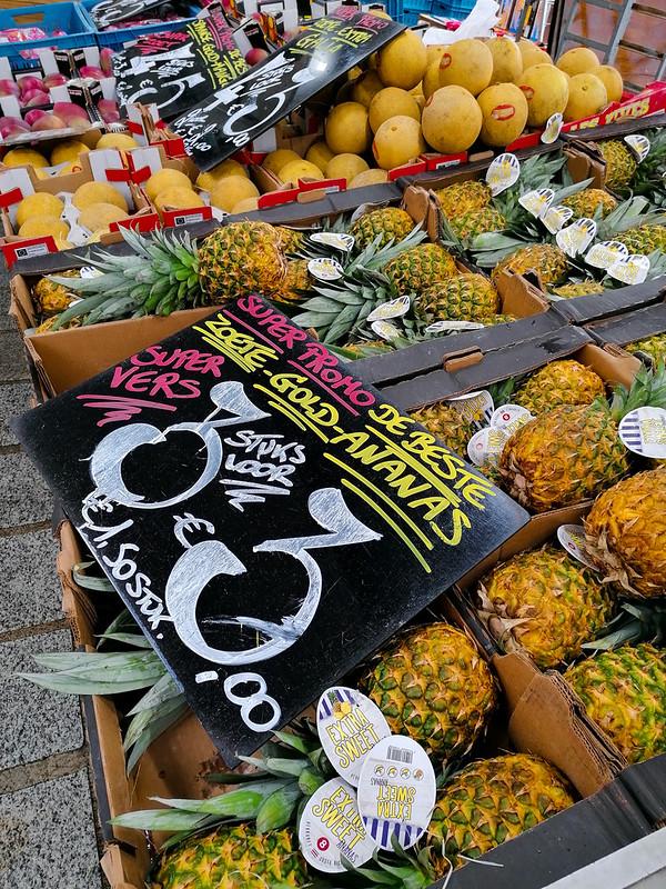 Parada de fruta en el mercado de Brujas