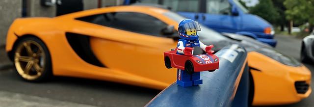LEGO Collectible Minfigures Series 18 - Race Car Guy