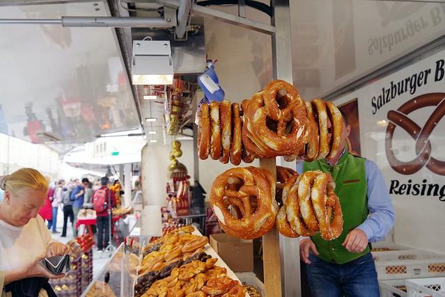 IMG_0428/Brezel in the market