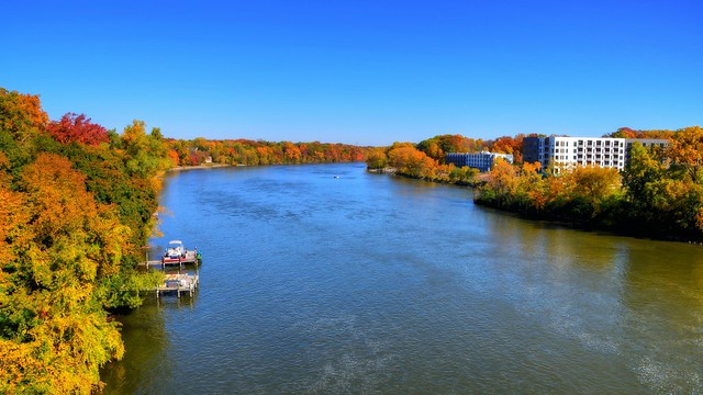 Fox River fall foliage