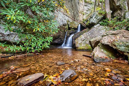 cleveland georgia unitedstates ravenclifffalls ravenclifftrail helen forest waterfall fallcolor creek doddcreek chattahoocheenationalforest usa ga whitecounty northgeorgia