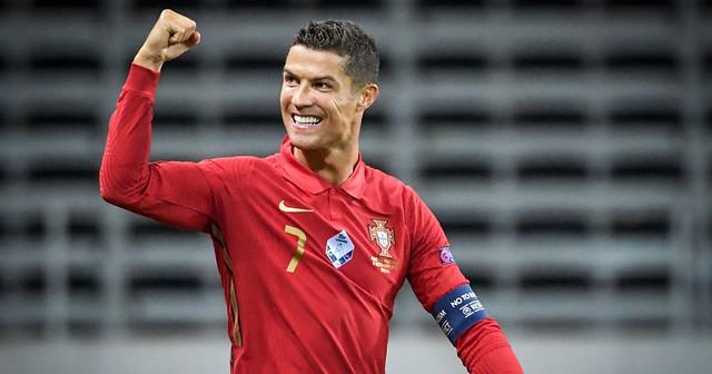"""Lập kỷ lục mới cùng Bồ Đào Nha, Ronaldo nhận đôi giày """"chất như nước cất"""" từ Nike"""