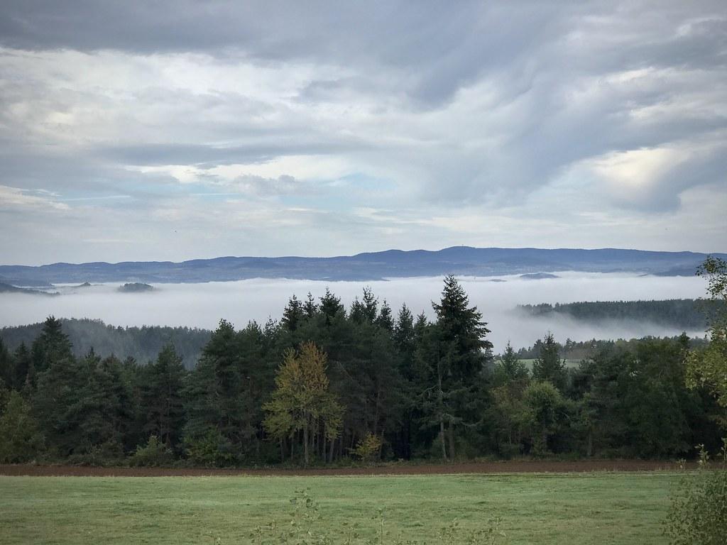 Vallée dans le brouillard
