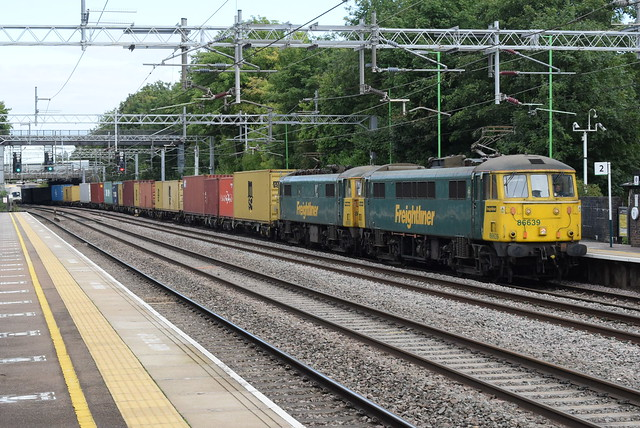 FL 86638 and 86639 @ Atherstone railway station