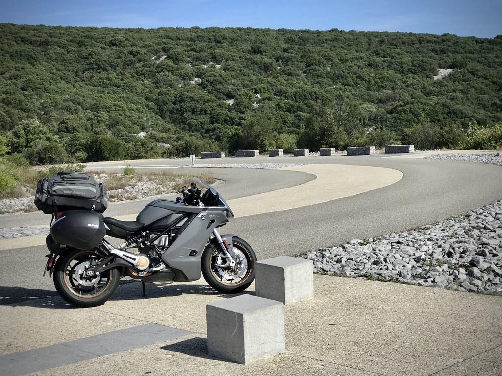 Moto dans les gorges de l'Ardèche