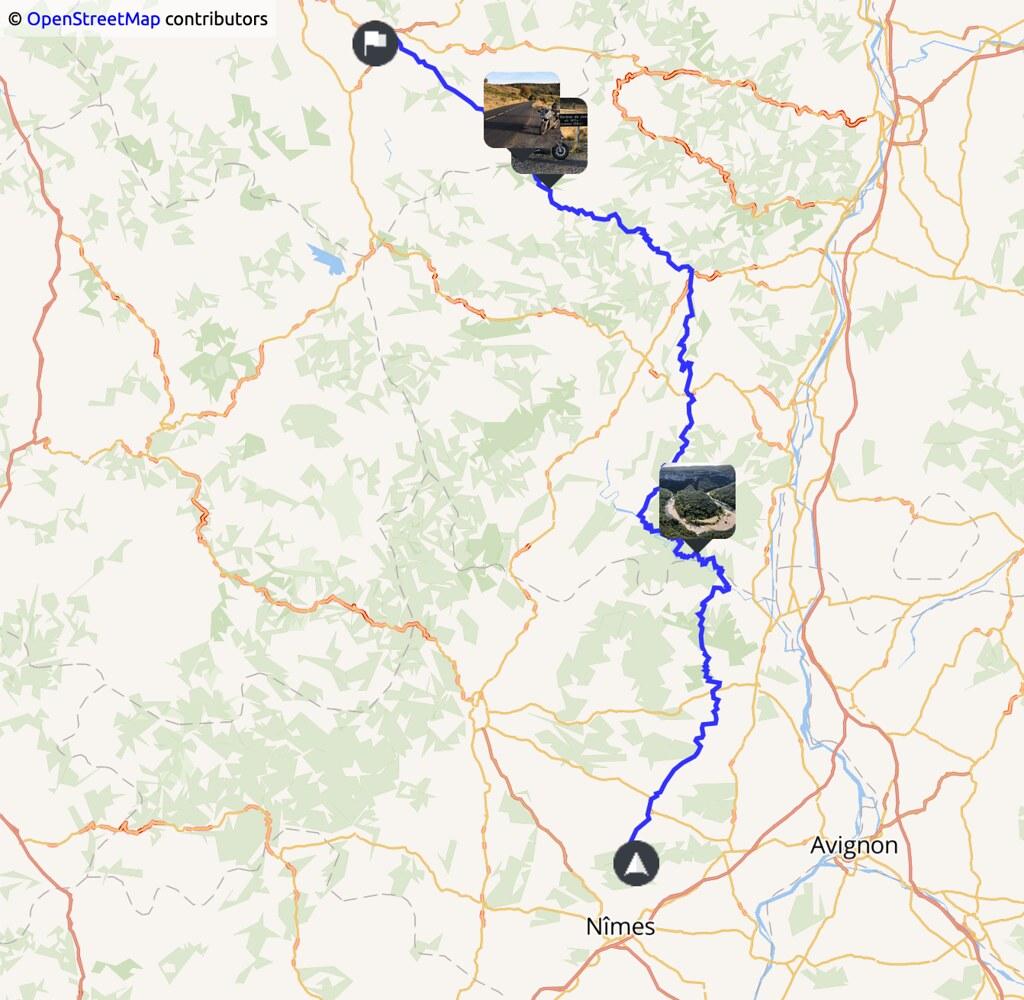 carte indiquant un trajet Nîmes - gorges de l'Ardèche - Gerbier de Jonc - Le Puy en Velay
