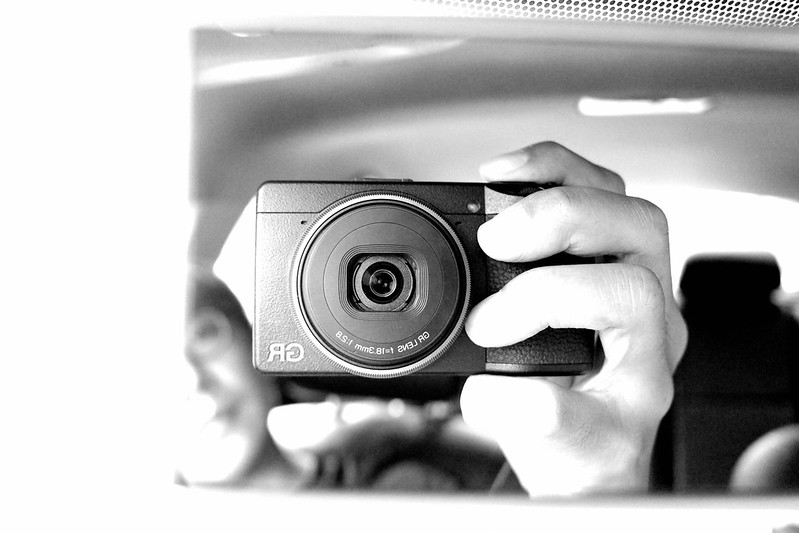 Selfie|GR3 高對比黑白