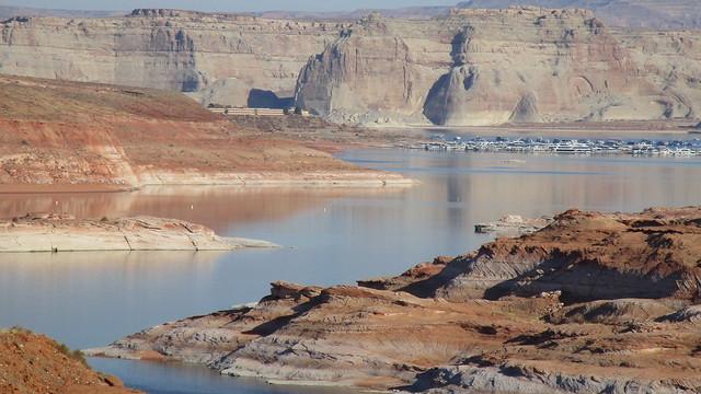 Arizona - Lake Powell: a popular summer destination @ Wahweap Marina