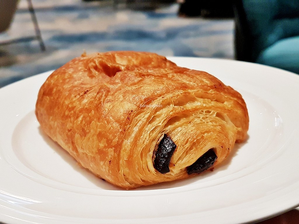 Changi Lounge 20 - Croissant Chocolate