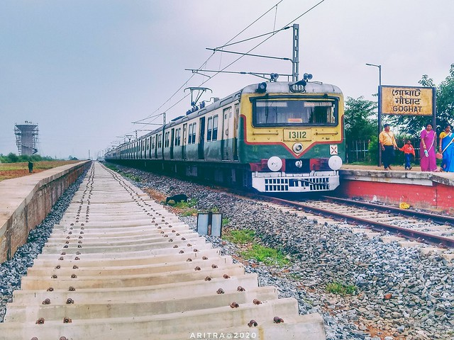 🔹🔸37374DN GOGHAT HOWRAH EMU At GOGHAT, WEST BENGAL, INDIA🔸🔹