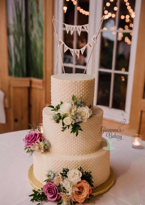 Cake by Giovanna's Bakery