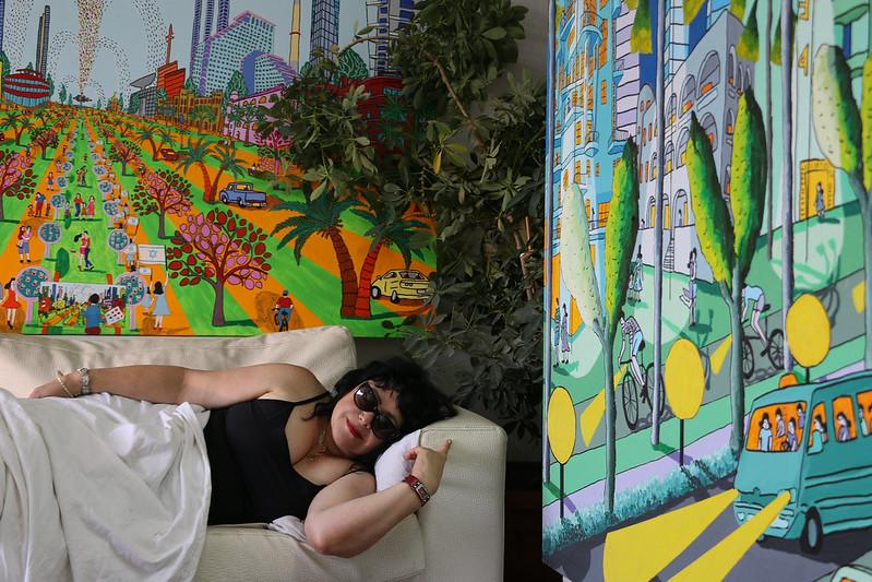 anat angel ענת אנגל עיצוב הבית בתמונות מקוריות  ציורים נאיבים לחדרי שינה לסלון למשרד ציור נאיבי רפי פרץ צייר אמן ישראלי naive art paintings אמנות ישראלית