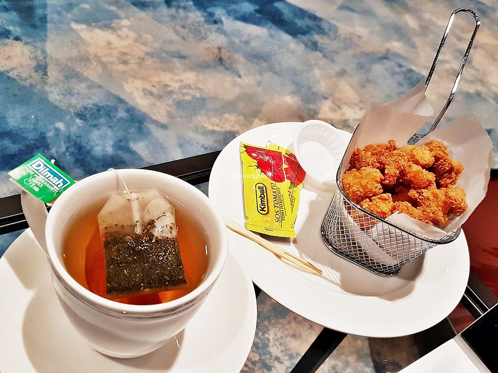 Changi Lounge 21 - Snacks & Beverages