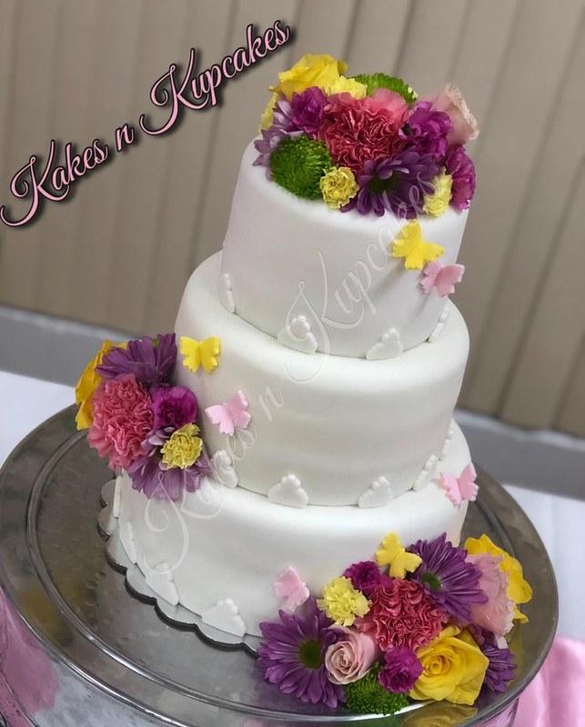 Cake by Kakes n Kupcakes