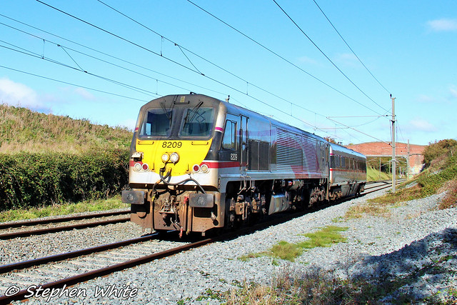 NIR 201 loco (8209) with Enterprise Mk3 Van @ Portmarnock Farmers Bridge