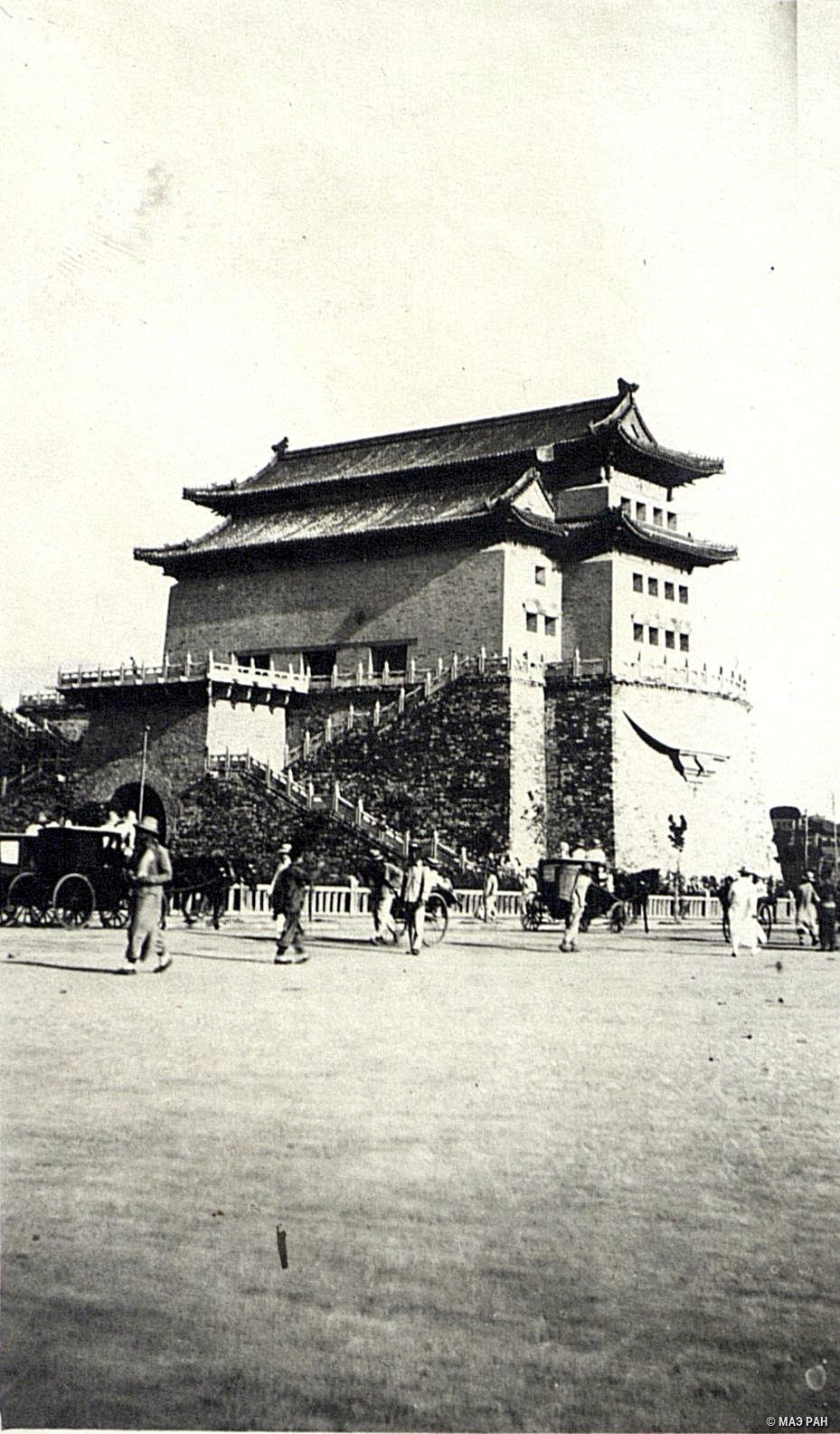 Ворота Цянь-мынь. Выход из манчжурского города