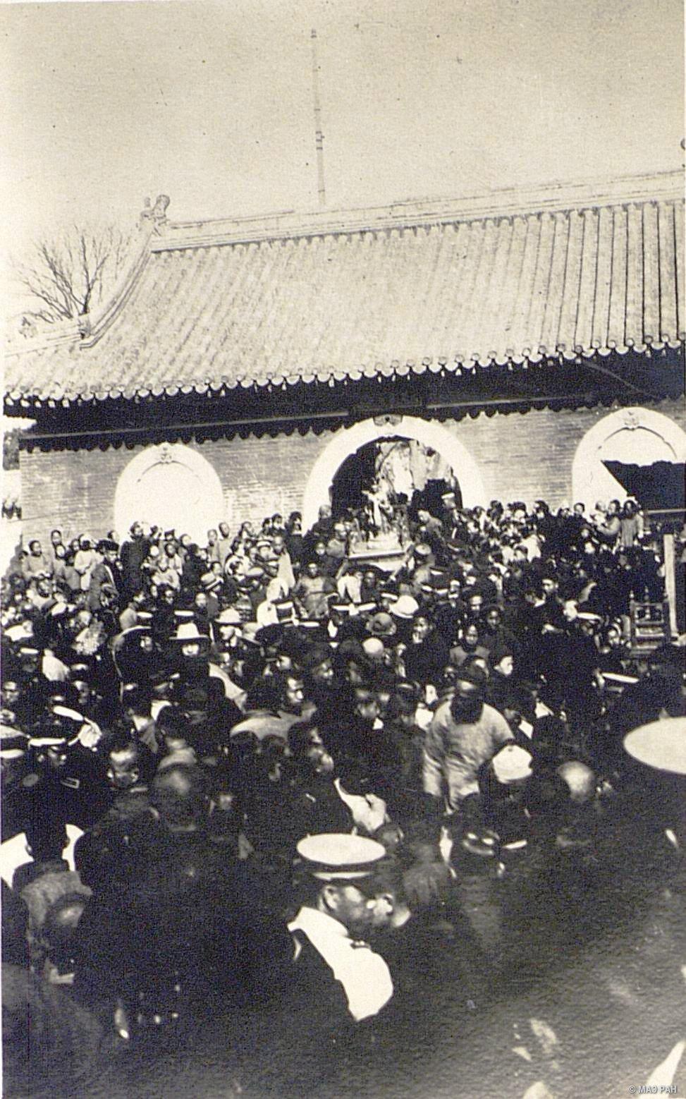 Ярмарка у храма Лун фу-и