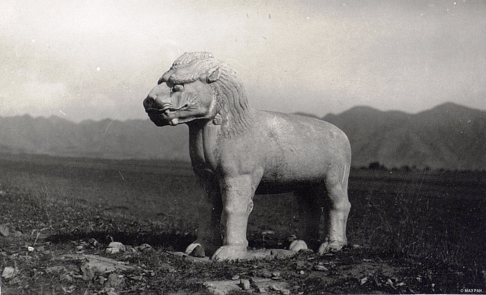 Могилы минских императоров. Статуя, изображающая льва