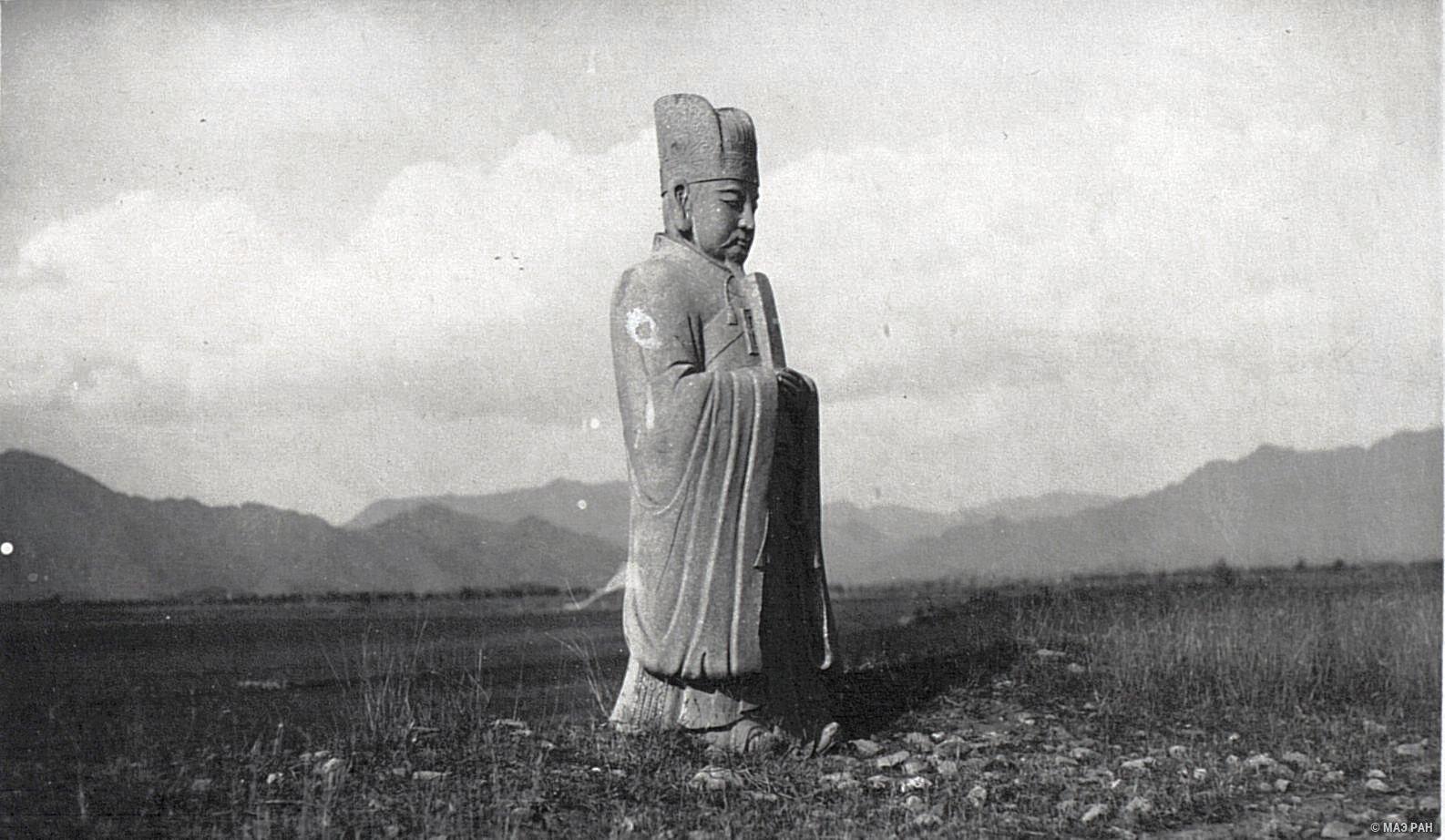 Могилы минских императоров. Статуя, изображающая чиновника