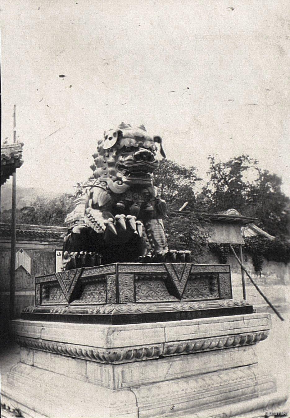 Изображение мифического животного у Пекинского дворца
