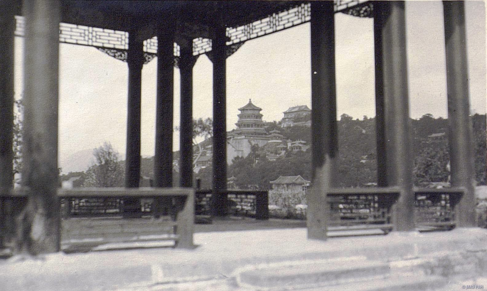 Вид на летний дворец в парке Ихэюань