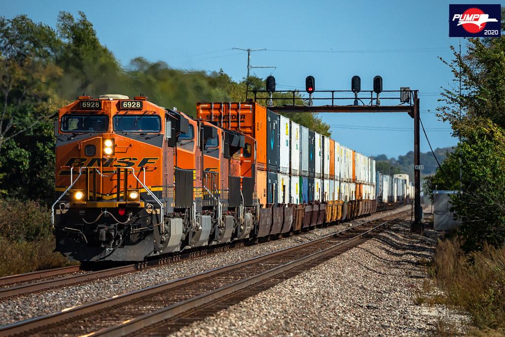 Westbound BNSF Intermodal Train at Floyd, MO