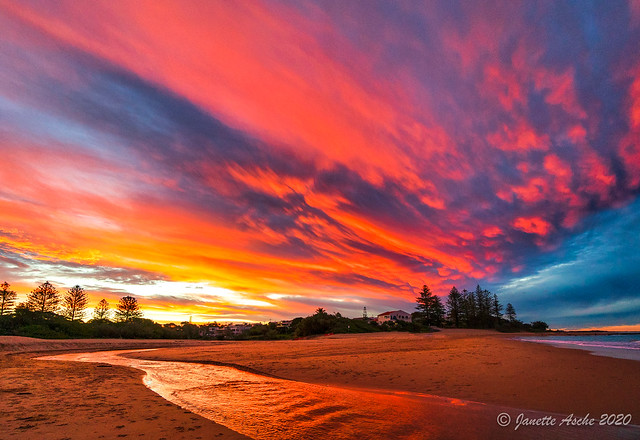 Red sunset at Moffat Beach