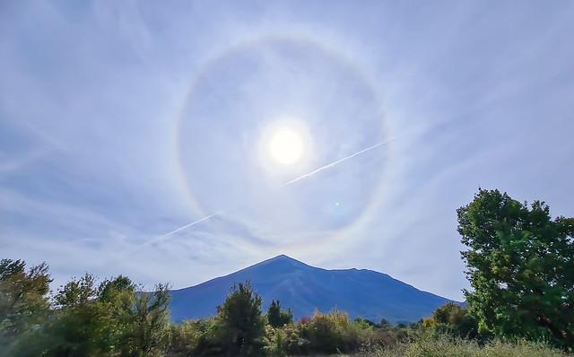 Sunčev halo iznad planine Rtanj