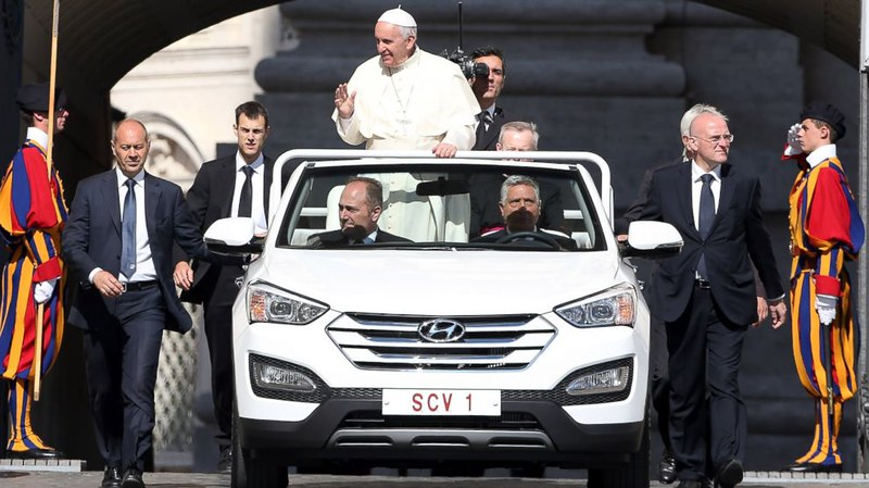 GTY_popemobile_4_kab_150611_16x9_992
