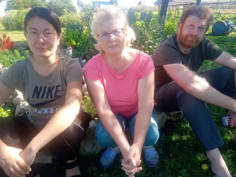 Отставнова Мария с сыном Евгением и его девушкой Татьяной