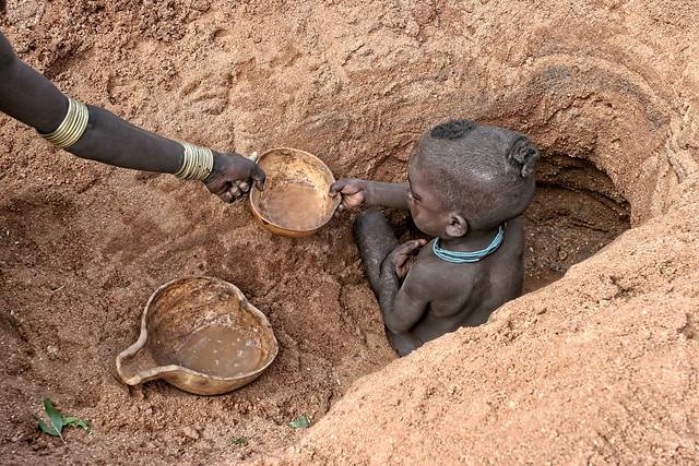 Ethiopia - Dimeka - Young Hamer boy searching for water