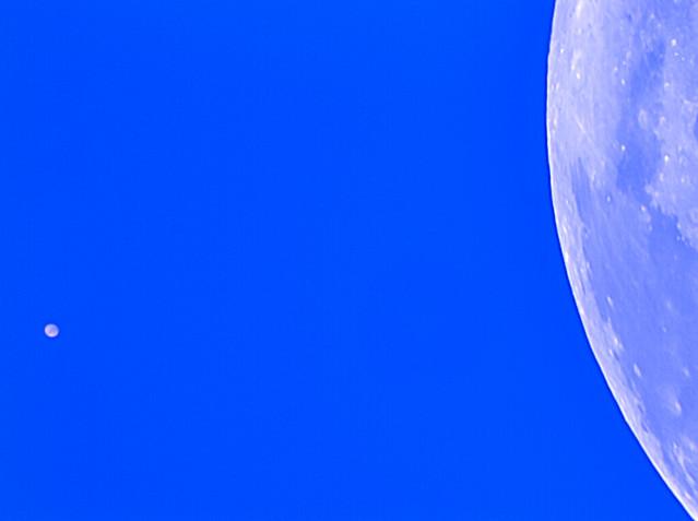 VCSE - A Mars bolygó (balra) és a Hold (jobbra) - Kép: Fridrich János