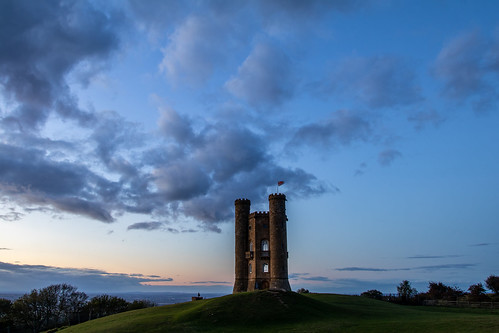 broadwaytower broadway bluehour canon canoneos canon80d canonuk cloud uk greatbritain countryside cotswolds sky landscape sunset castle folly architecture