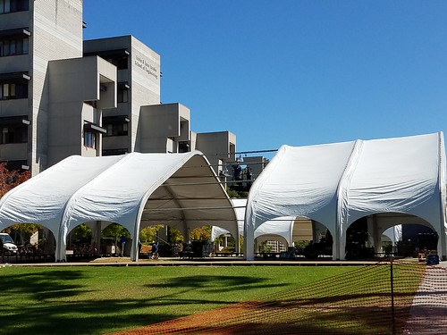 UCSD: Temporary Outdoor Classrooms
